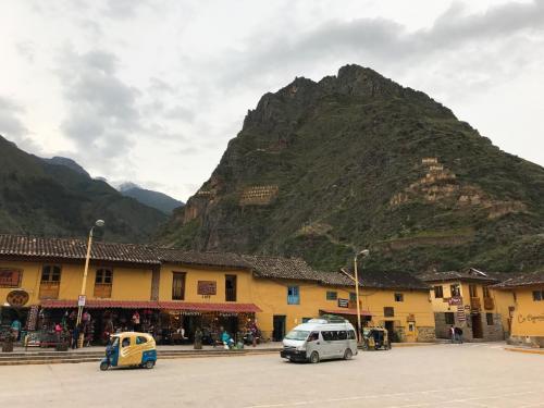 Ollantaytambo town 2