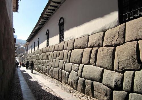 Hatunrumiyoc St - Ancient Inca Walls